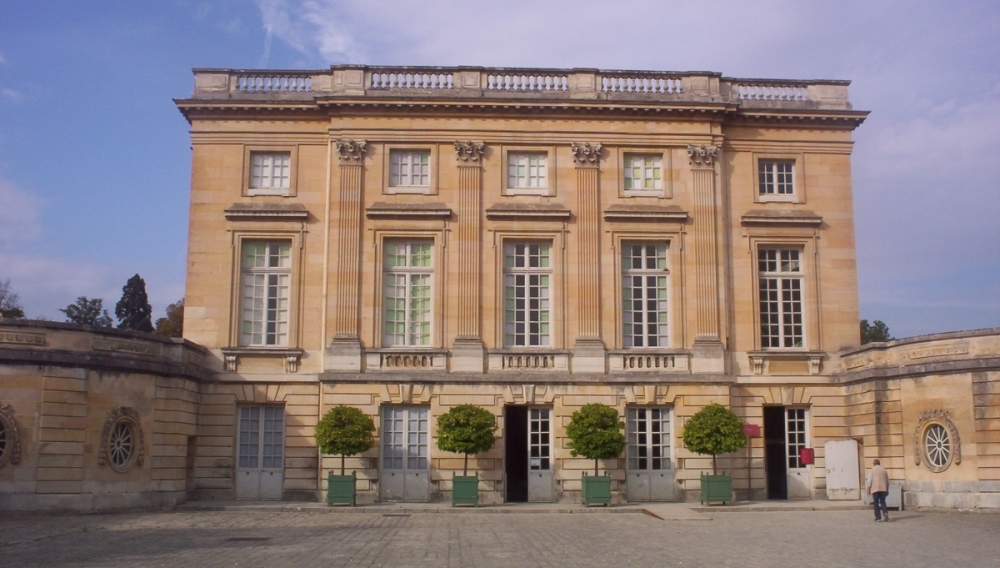 The Petit Trianon palace of Versailles, built by Louis XV and completed in 1769, served as the inspiration for Moise de Camondo when he built his Parisian mansion.