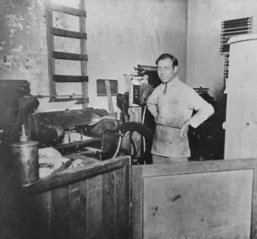 Printer Joseph Souriano working in his shop, Columbia Printing Co., on Seneca St., Seattle, Washington, 1923. Courtesy of the Sephardic Studies Digital Library.
