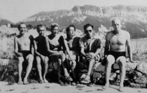 Lisa and Hans, photographed with a group of refugees in 1941.